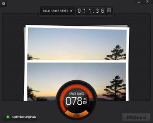 JPEGmini busily compressing my photos