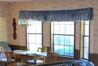 Original Balloon Valance in Dining Room